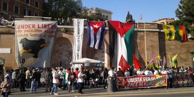 Roma, prigionieri politici: la solidarietà fa centro