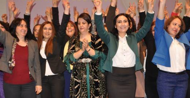 L hdp porta 31 donne in parlamento for Seggi in parlamento
