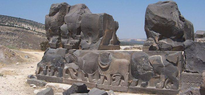Aerei da guerra turchi bombardano siti archeologici a Efrin