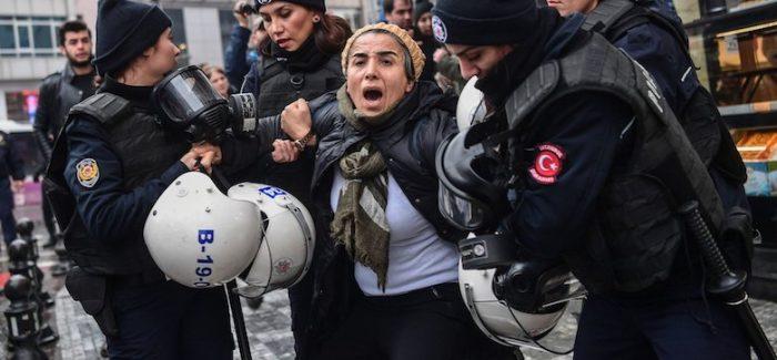 La Turchia arresta oltre 570 persone per aver criticato la campagna contro i curdi in Siria