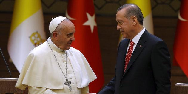 Il Papa intervenga sulla tragedia del popolo Kurdo