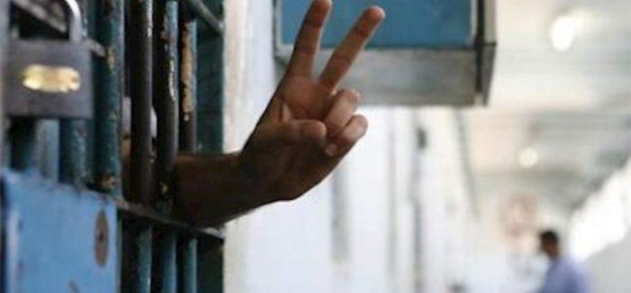 Gli scioperi della fame contro l'isolamento di Öcalan si diffondono nelle carceri