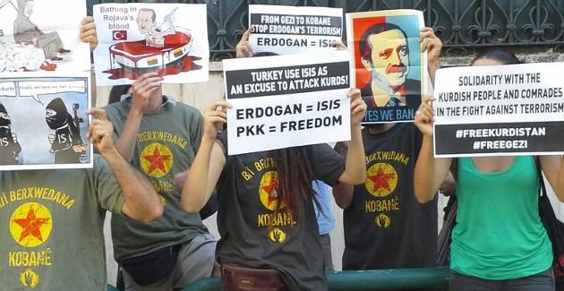 Presidio ambasciata turca a Roma, attivisti incatenati